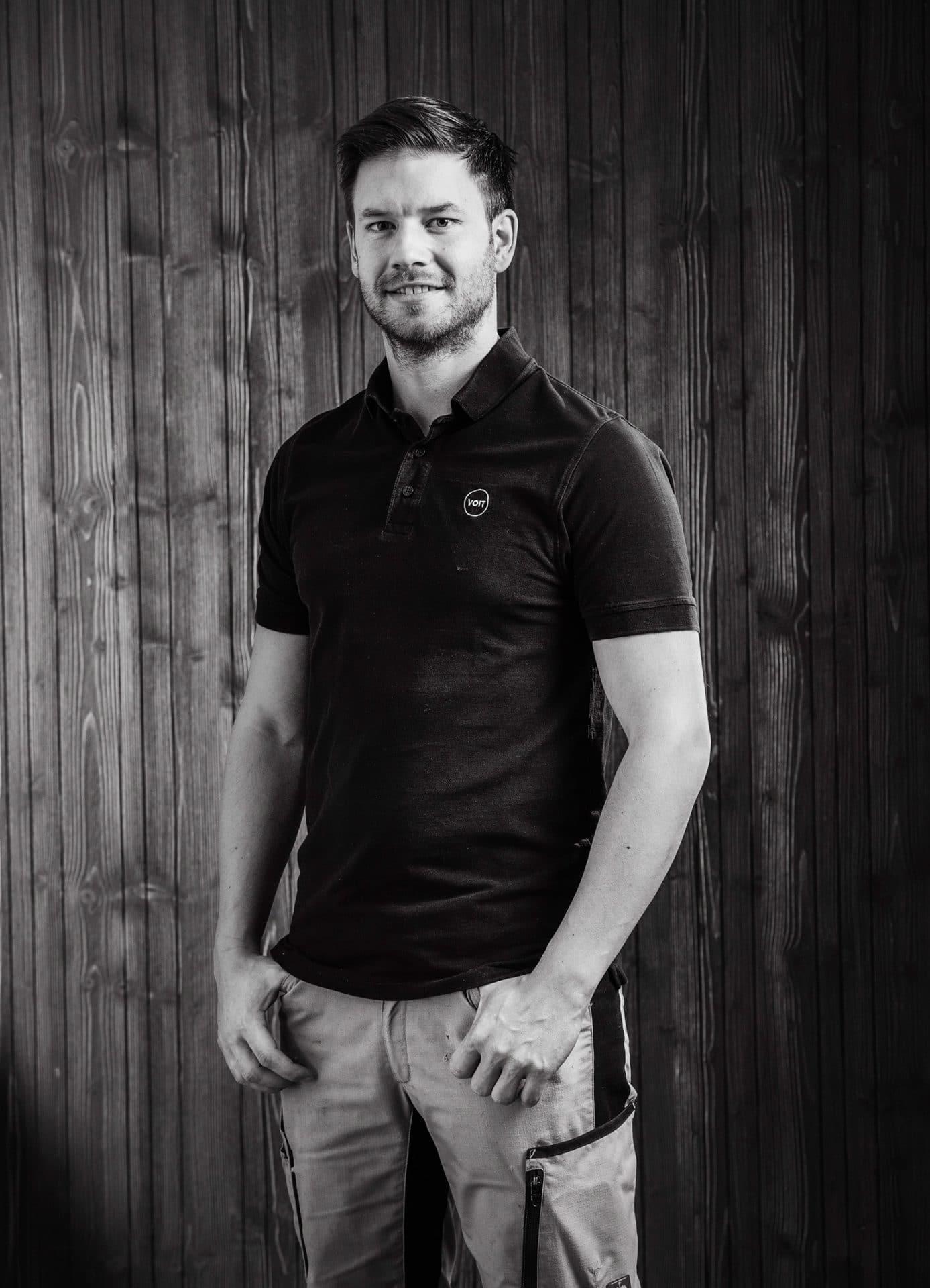 Portrait von Michael Hölzl - Schreinermeister der Firma VOIT - Bild in schwarz-weiß