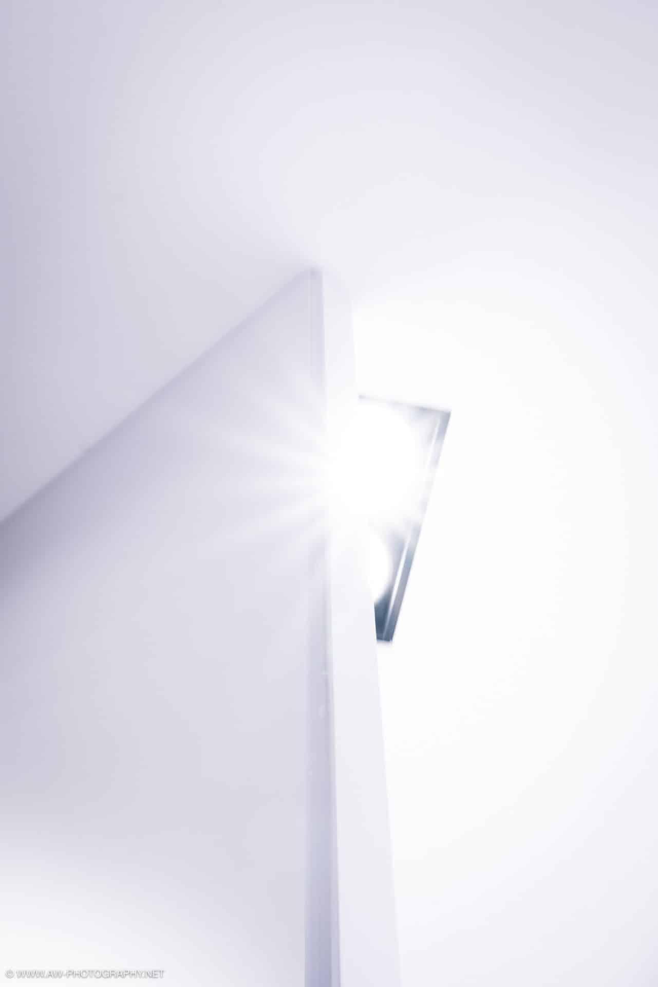Innenausbau Penthousewohnung von VOIT in Schlichtstoff weiß und Stahl geschwärzt - Lichtinstallation
