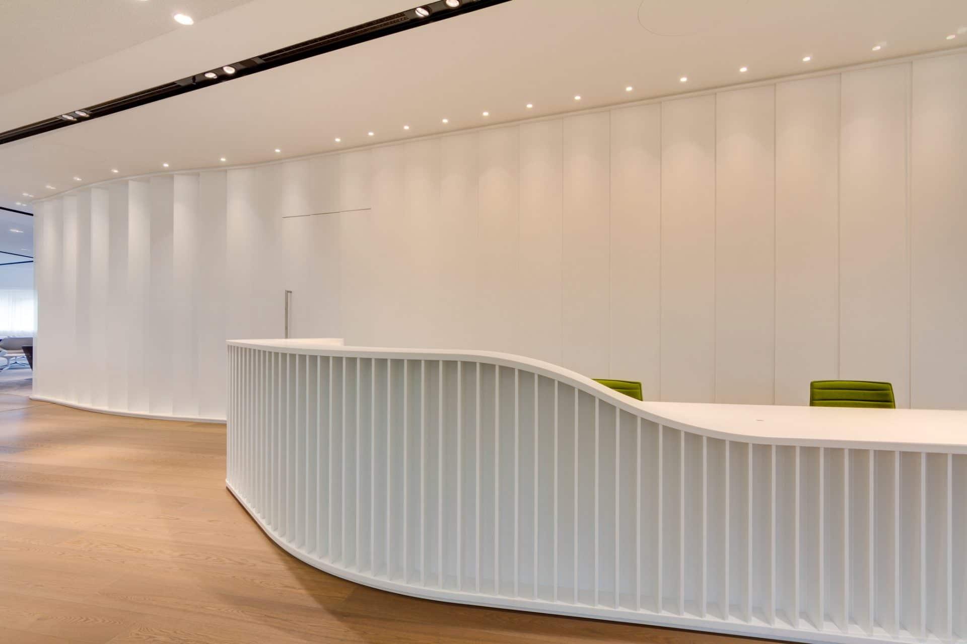 Bavaria Lounge in der Messe München, weißer Tresen
