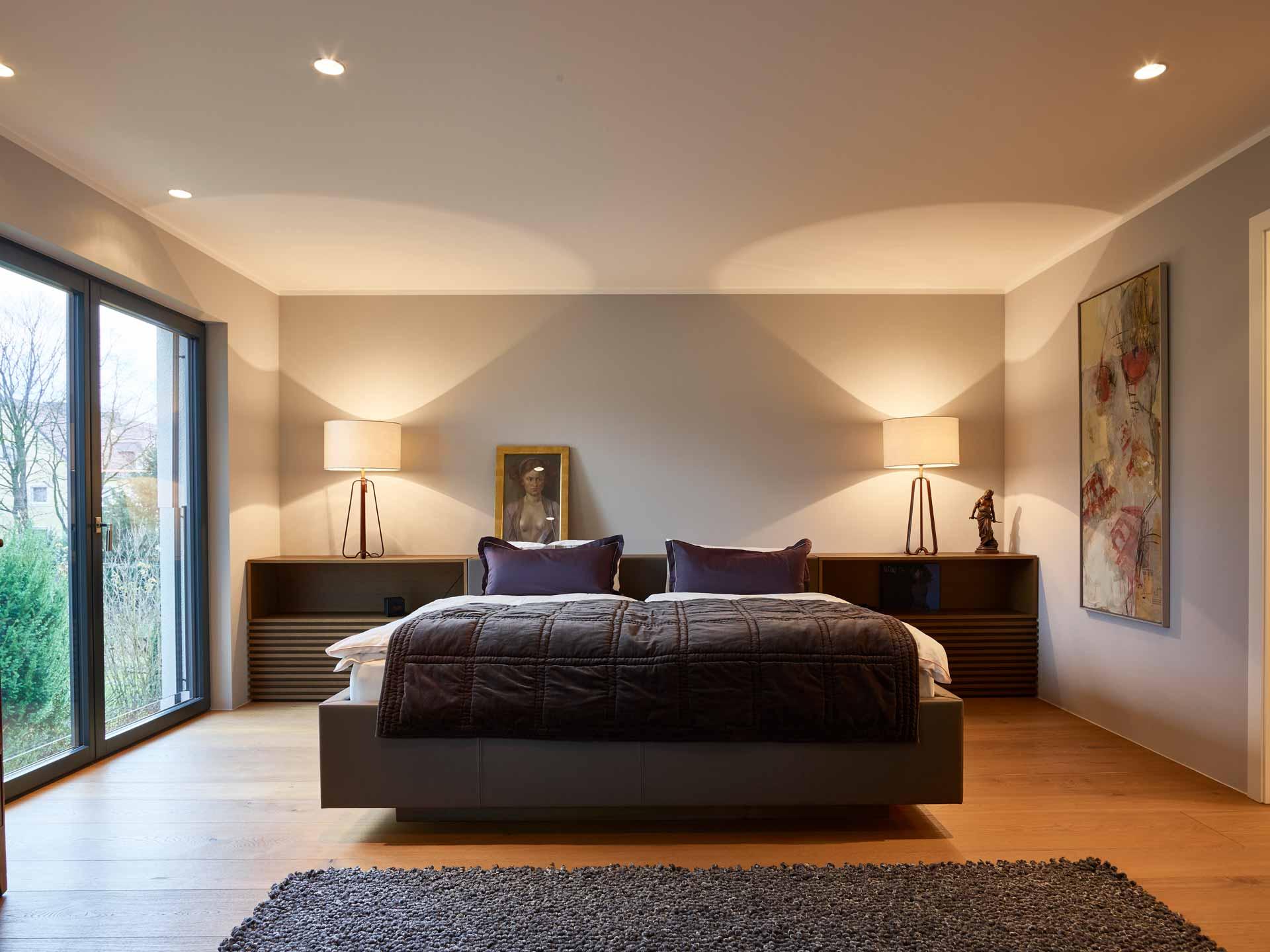 Innenarchitektur - Schlafzimmer nach Maß mit Designerleuchten und Einbaumöbel