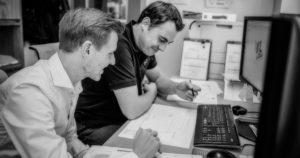 Innenarchitektur und Planung - Johannes entwirft mit einem Innenarchitekten eine neue Inneneinrichtung am Computer