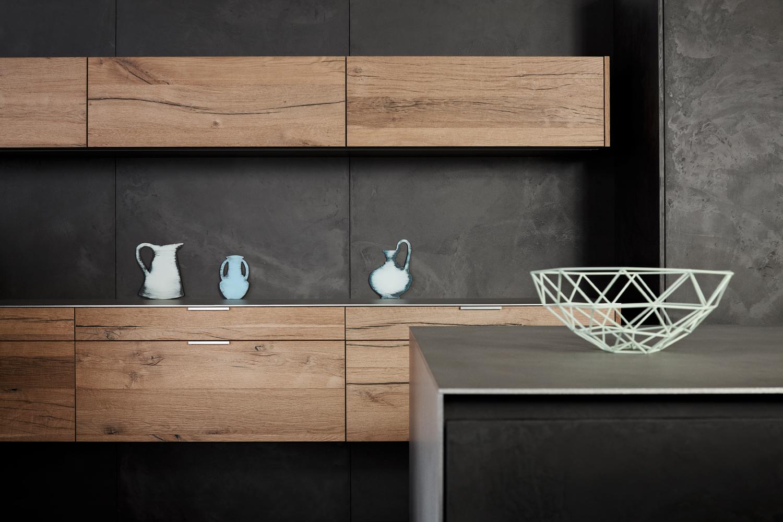 Innenarchitektur und Möbel nach Maß - Küche in Schwarz und Holz Optik